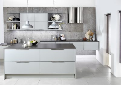 Matt Light Grey Kitchen With Aluminium Brushed Handle.