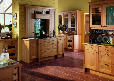 Warm Natural Oak Kitchen With Contemporary & Traditional Finishes.