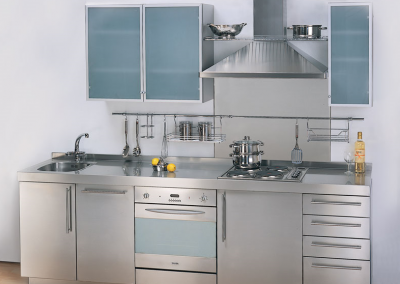 This steel kitchen and worktop design was created with deep drawer system, retro hob in a steel worktop and featurred Integrated appliances and glass finishes complement the kitchen design.