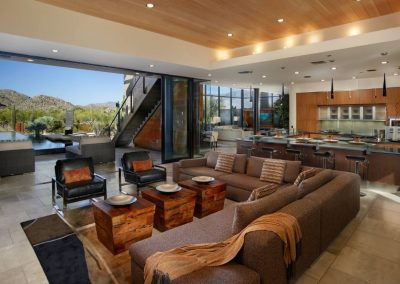 Panoramic Living Space.
